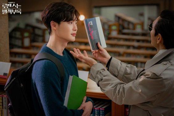"Lee Jong Suk Has A Bromantic Encounter With Kim Tae Woo In ""Romance Is A Bonus Book"""