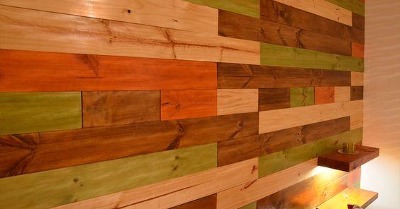 Muro de madera con diferentes barnices revestimientos de - Barnices para madera ...