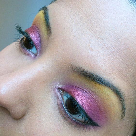 #motd is purple and red look with a golden orange brow highlight. All shadows used are from the #bhcosmetics Take Me To Brazil palette.   #crueltyfree #makeup #makeuplook #leapingbunny #takemetobrazil #palette #makeuppalette #brownskin #blackeyes #hotashi
