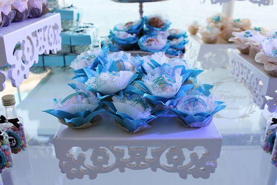 Bombons de Morango em forminhas de tecido Azul Tiffany.