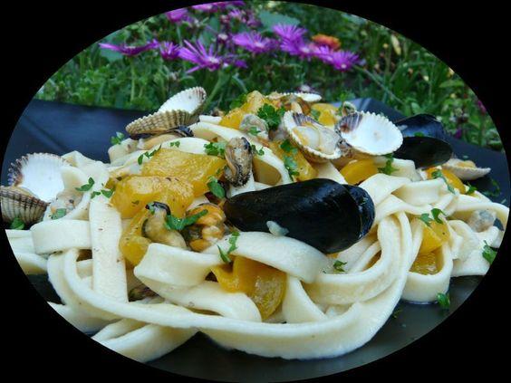 Tagliatelles « maison » aux coques et aux moules. (Tagliatelle « di casa » alle cozze et vongole).