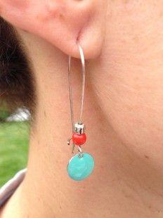 Boucles doreilles dormeuses CONFETTI Turquoise et rouge corail  : Boucles doreille par bleu-boheme sur ALittleMarket