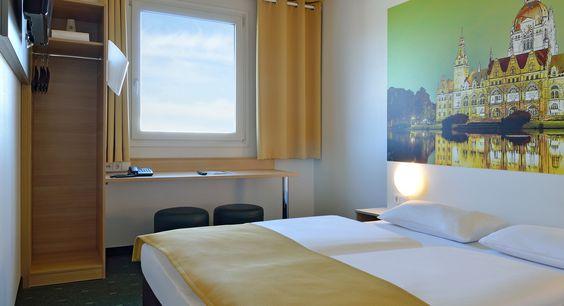 Zimmer mit französischem Bett im B&B #Hotel Hannover