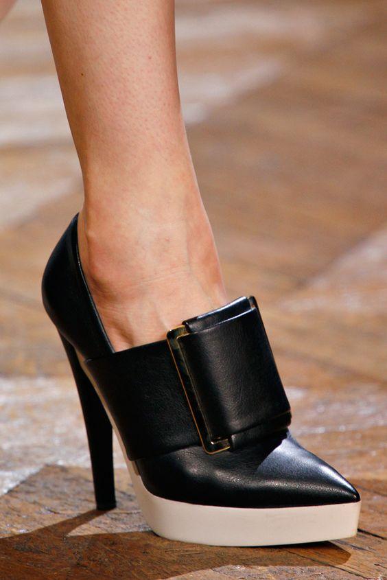 Dizzy Heel Shoes