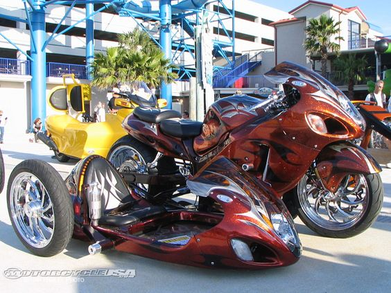 Very nice looking trike. The side car's name is the Rats ...