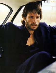 Guy Pearce  I want to see Memento once again