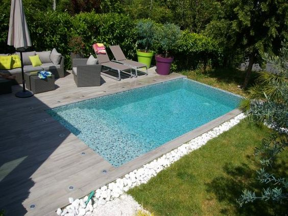 Photos d coration de piscine rectangulaire 6 x 3 m plage for Piscine en carrelage