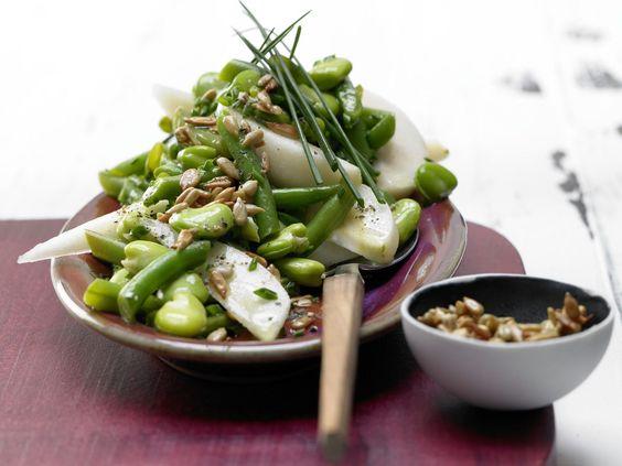 Bohnen-Birnen-Salat mit Sonnenblumenkernen |  Kalorien: 236 Kcal - Zeit: 40 Min. | http://eatsmarter.de/rezepte/bohnen-birnen-salat