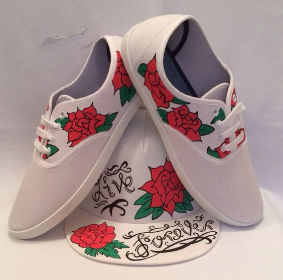 Custom painted snapback and shoes featuring red roses. All Available via our website www.thecustomunderground.co.uk #customsnapbacks #customhats #snapbacks #customheadwear #customshoes #customkicks #roses
