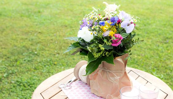 Do-it-Yourself Tischdeko #diy #table #decoration #flowers #natural