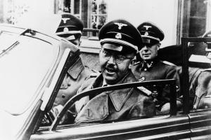 Dienstreisen gehörten für Heinrich Himmler zum üblichen Tagesablauf. Meist im offenen Auto inspizierte er SS-Einheiten und Konzentrationslager