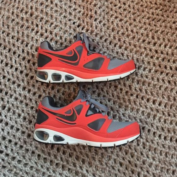 Nike Max Air Turbulence 18 These beautiful running shoes come with the Nike  Apple plus thing