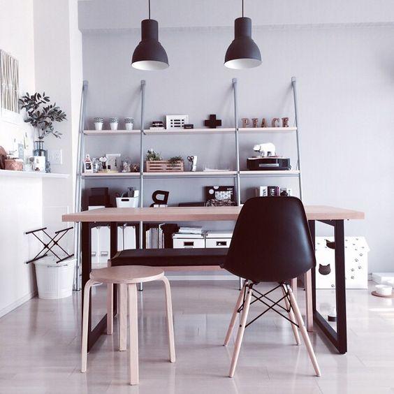 『木xモノトーンの部屋』モノトーンインテリアに木のニュアンスを加えて少しマイルドな印象に Photo:Reiko(RoomNo.446320)  #RoomClip #RoomClipPickup この部屋のインテリアはアプリからご覧いただけます。アプリはプロフィール欄から #interior#myhome#instahome#homedecoration#homestyling#style#styling#dailyinterior#homeinspiration#interiordeco#decoration#ルームクリップ#インテリア#塩系インテリア#モノトーン#ダイニング#eames#イームズ#ikea#イケア#部屋#日常#くらし#日々