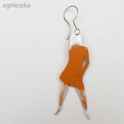 Jan Suchodolski / earring - kolczyki - Kolorowa dziewczyna pokryta syntetyczną emalią.   Sylwetka ma około 6 centymetrów długości.: