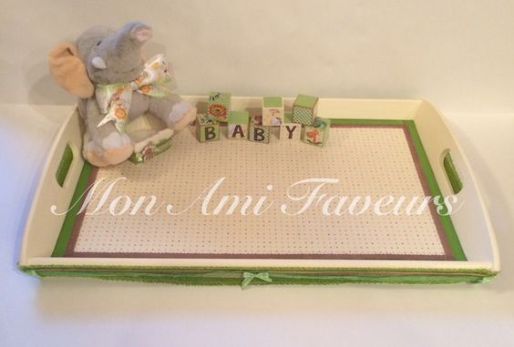 Safari themed favor tray ready to be filled.