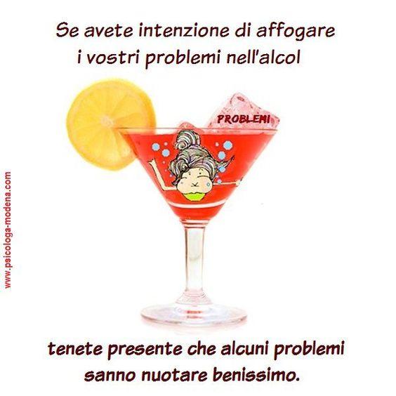 """""""All'inizio tu ti bevi un bicchiere, poi il bicchiere si beve un bicchiere, poi il bicchiere si beve te."""" (Francis Scott Fitzgerald) #alcool #alcolismo"""