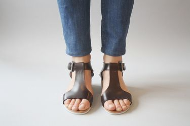 detatcher sandals