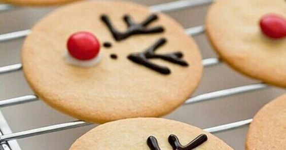 Fun cookies to make with your kids for the holiday.    Reindeer cookies are easy and cute: https://t.co/ITeNtB0hWn https://t.co/Qc3GykAw0f - Butcher Block Co