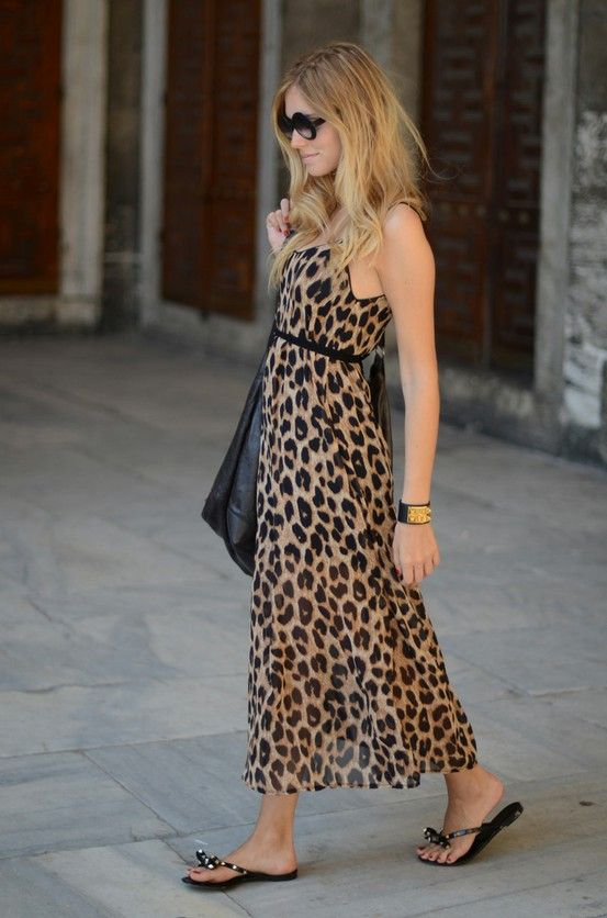 Vestido longo, animal print e rasteirinha. Tem como não amar?: