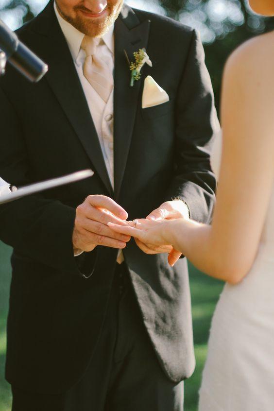 Bird themed wedding | vintage rustic wedding | birdsong barn wedding | lace wedding dress | Florida wedding | destination wedding photographer | Kati Rosado Photograph