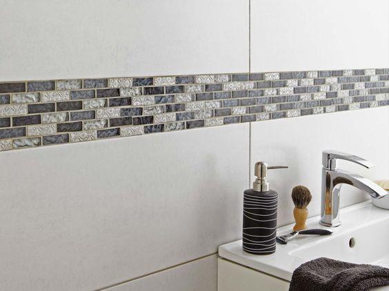 carrelage et frise salle de bain