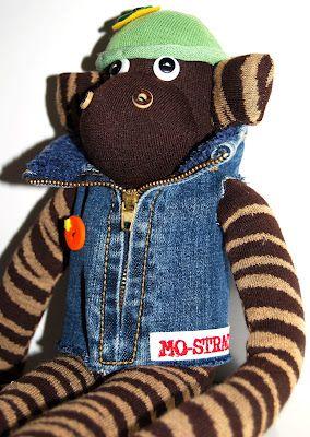 Scimmia con giubbotto di jeans