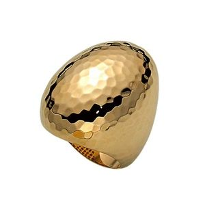 Roberto Coin Martellato Hammered Oval Gold Ring 473393AY6500. This oval-shaped ring is made of hammered 18 karat yellow gold with a polish finish.