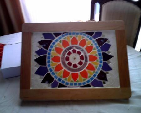 bandeja con mosaico mandala
