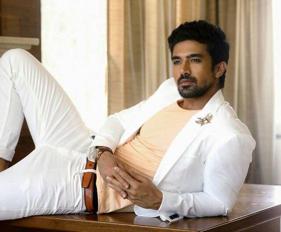 Saqib Saleem (nascido em 8 de Abril 1988), é um modelo e ator indiano.