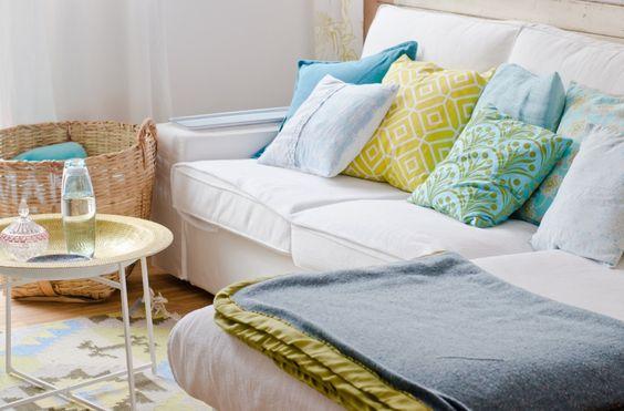 wohnzimmer grün türkis: Türkis und frischem Grün im Wohnzimmer