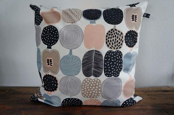 Kissenbezüge - Kissenhülle 50x50 - finnisches Design - ein Designerstück von pillowwood bei DaWanda