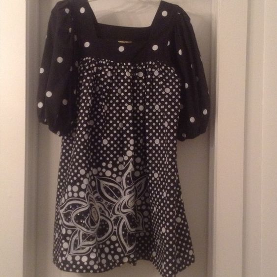 Fabulous vintage Ramona Rull smock top. Black and white polka dot with flower on bottom right. All beads intact. No size but easily fits XL. Ramona Rull Tops