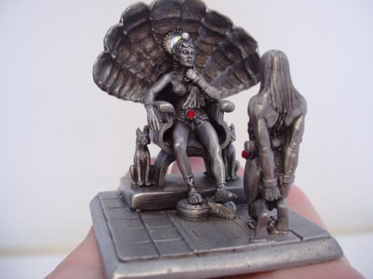 """Pewter Amazon Queen and her captive figurine by Torn Jer $12.50 with red gems 1990 PP264 Partha Pewter on bottom 2 3/4"""" x 2 1/4""""sq"""