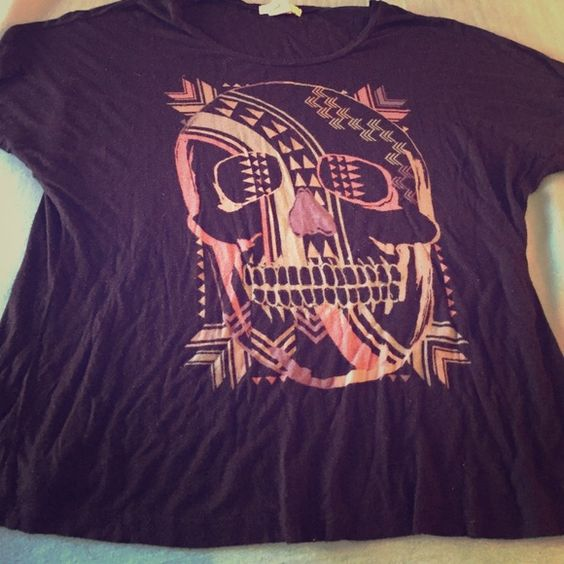 Oversized Skull Shirt This skull shirt is a little large even though it is a medium/large, oversized so it looks great with leggings. This is gently used, no damage. Tops Tees - Short Sleeve