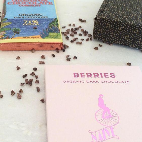 Such fruity beauties!  #biologisch #puur #chocolade #purechocolade #roze #verpakking #ontwerp #naive #grenada #anderechocolade #chocola #feest #cadeau #cadeautip #nibs