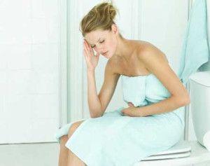 Como tratar las hemorroides: Si sientes que te arde y que necesitas un alivio urgente, comienza a tomar un baño de asiento. Para esto debes sumergirte...