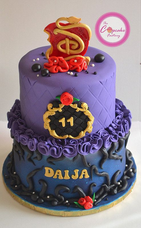Disney Descendants Cake With Images Descendants Cake Disney