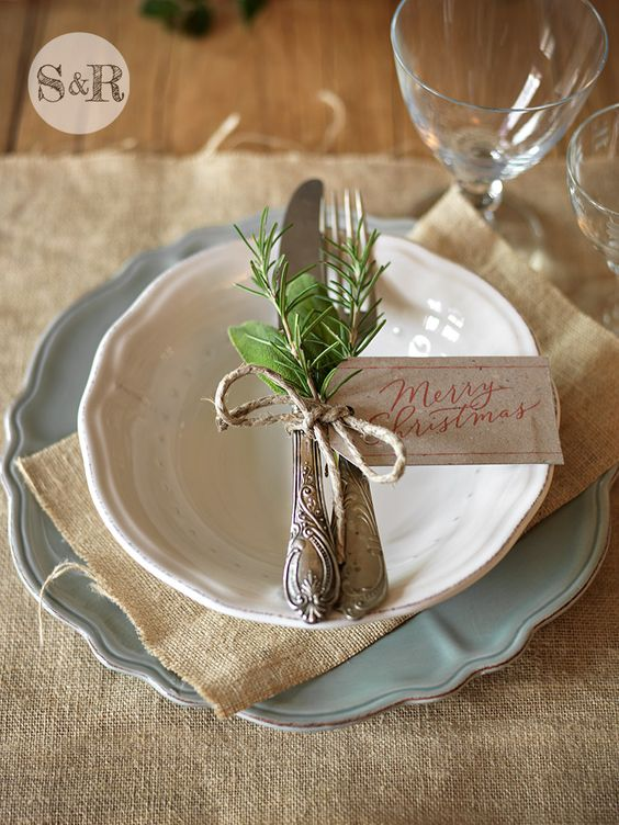 - salviarosmarino.com - La mia tavola per un Natale green e low cost!  Christmas table setting by salviarosmarino.com: