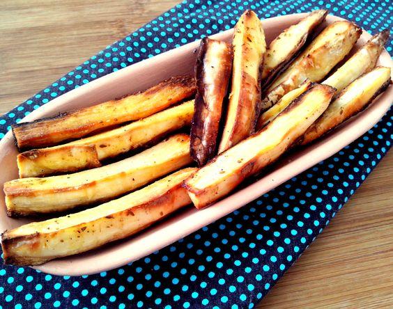 Mandioca dourada no forno comcominho