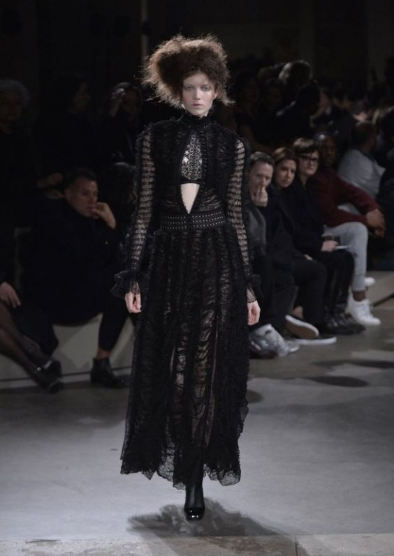 Alexander McQueen Fall/Winter 2015 | Galleries | FashionTV | fashiontv.com