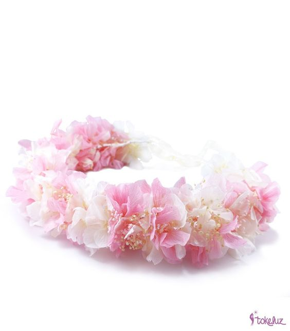 #bridalheadpieces #flowerheadpieces #corona #coronadeflores #crown #floralcrown #brides #bridal #tocadosdenovia #tocados #flores #hortensias #rosa #blanco #novia #boda #tokeluz www.tokeluz.com