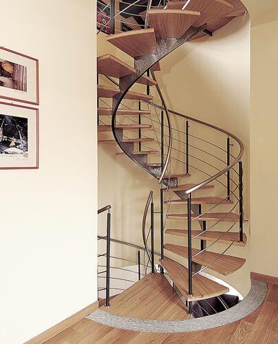 Scala a chiocciola interna, ferro battuto. #scalachiocciola #ferrobattuto #scalainterna #ringhiera #stair #spiralstaircases #interiordesign #railing #wroughtiron