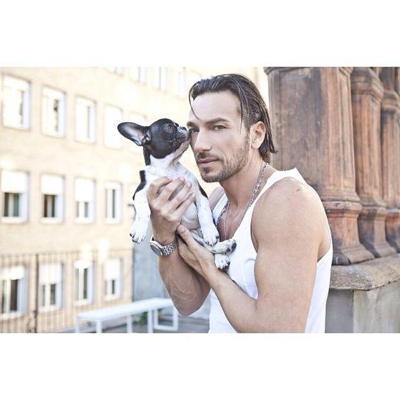 #CostantinoVitagliano Costantino Vitagliano: Buongiornooooo! #goodmorning #shooting #tac #bulldogfrancese #frenchbulldog #dog #puppy #love #friend #bestfriend #milano