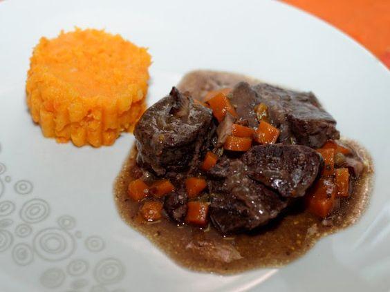 Ma Cuisine et Vous   Joue de bœuf braisée comme une daube, purée de carottes pomme de terre      Préparation: 40 minutes   Cuisson: 3 heures     Ingrédients  (pour 8 personnes):    1,5 kg de ...