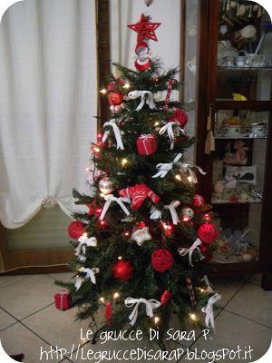 Albero di Natale 2012 con decorazioni bianche e rosse