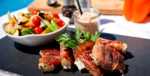 Puten Saltimbocca mit mediterranem Gemüse und Cocktailsauce