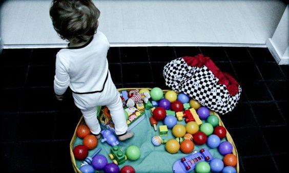 Bolso Alfombra practica para jugar y luego guarda los juguetes, la puedes llevar los juguetes de tu bebé a donde quieras, de una forma rápida, ordenada y super práctica!     .