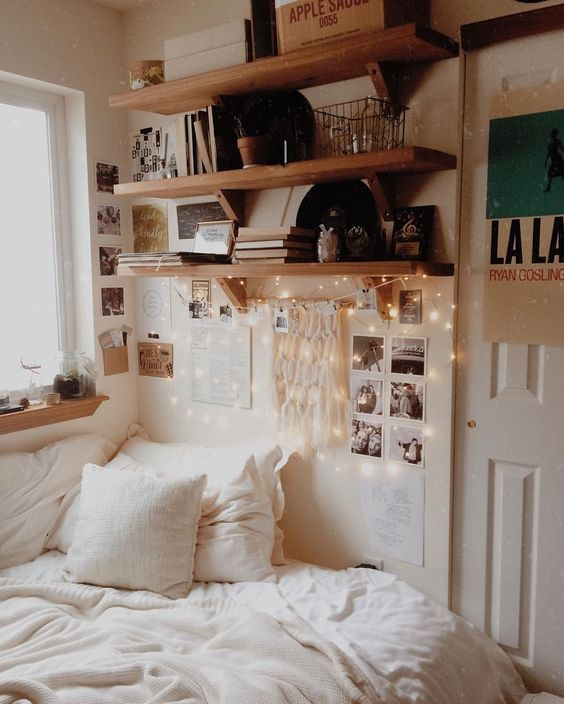 BEDROOM INSPIRATION AND IDEAS | SOYVIRGO.COM FAIRY LIGHTS BEDROOM DECOR SHELVES