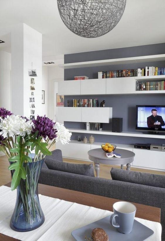 moderner wohnzimmer anstrich ideen wohnzimmer streichen graue wandfarbe weisse regale modern. Black Bedroom Furniture Sets. Home Design Ideas