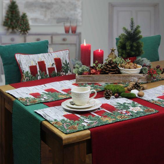 Sander Gobelin Weihnachtstischläufer TOYS & CANDLES. Ebenfalls aus dieser Serie erhältlich: Tischsets und Weihnachtskissen